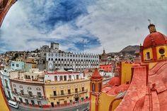 #Guanajuato y su imponente #Arquitectura . . Qué lugares reconoces?  . . .  #VisitMexico #Mexigers #gtogram #gto #ig_guanajuato #igersgto #ViajemosTodosPorMéxico #VisitMexico #architecture  #colors #sky  #Church #City #FishEye #MyNXstory #DitchTheDSLR #fisheyelens