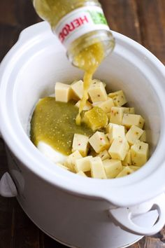 This easy cheesy and super creamy Salsa Verde Queso Dip made in the slow cooker is the perfect no-fuss appetizer for your next game day party gluten free vegetarian low carb crock pot appetizersforparty Salsa Verde, Appetizer Dips, Yummy Appetizers, Vegetarian Appetizers, Crock Pot Appetizers, Mexican Appetizers, Cheese Appetizers, Easy Appetizers For Party, Avacado Appetizers