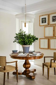 Jo's favourite dining rooms 2018 – part 2 - Las 2 Mercedes Interior Design Blogs, Interior Styling, Interior Inspiration, Dining Chairs, Dining Table, Dining Rooms, Living Room White, Piece A Vivre, Dining Room Design