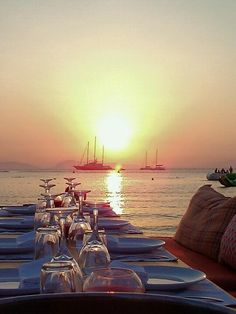 Balux Cafe - The perfect lounge to spend an evening after Business Travel, Athens, Great Places, Four Square, Home Projects, Cosy, Safari, Greece, Sunset