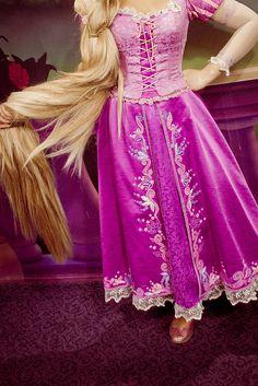 Rapunzel from Tangled Tangled Costume, Rapunzel Cosplay, Rapunzel Dress, Disney Cosplay, Disney Costumes, Cosplay Costumes, Adult Costumes, Disneyland Princess, Disney Princess Rapunzel