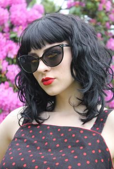 Vintage Hairstyles With Bangs black wavy with bangs, i love this haircut, but could never have the courage to cut my waist length hair this short - Vintage Hairstyles, Hairstyles With Bangs, Glasses Hairstyles, Trendy Hairstyles, Wedding Hairstyles, Medium Hair Styles, Curly Hair Styles, Bangs And Glasses, Waist Length Hair