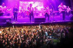 Impresionante asistencia en Los Ángeles Azules con sinfónica en Tlaxcala      Impresionante asistencia registró el evento organizado por el Ayuntamiento de Tlaxcala, en el que Los Ángeles Azules por primera vez llegaron con Sinfónica el pasado viernes en la explanada del Centro de Convenciones, para la Conmemoración del 489 Aniversario de la Fundación  de la capital del estado.