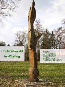 Hochzeitswald Wüsting -  Skulptur -  Lebenspfad zur inneren Freiheit aus Eichenholz von Simone Carole Levy - Rückseite