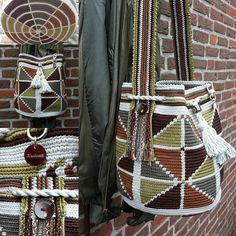 Mochila autumn www. Free Crochet Bag, Form Crochet, Knit Crochet, Tapestry Bag, Tapestry Crochet, Crochet Handbags, Crochet Purses, Crochet Designs, Crochet Patterns
