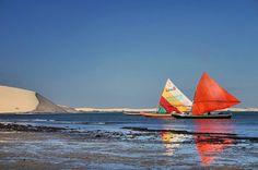 Barcos de pesca chegam do mar.