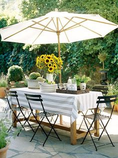 Outdoor Entertaining //  Simply Modern Home
