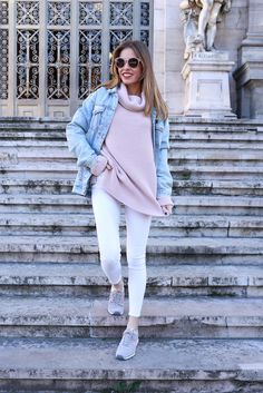 Cazadora vaquera/denim jacket: Pull&Bear. Jersey: The Extreme Collection. Jeans: Topshop. Zapatillas/sneakers: New Balance. Gafas de sol/sunnies: Anine Bing.