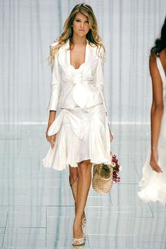 Take a look to Elie Saab Spring Summer 2006 Ready-To-Wearcollection: the fashion accessories and outfits seen on Parigi runaways.