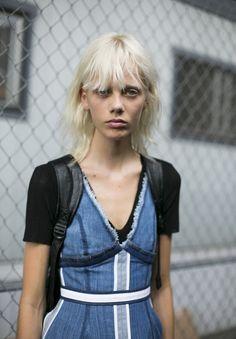 Aposte nele: denim é o queridinho das fashionistas fora das passarelas da NYFW
