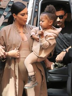 This Photo of North West Backstage at Yeezy Is So Cute - This Photo of North West Backstage at Yeezy Is So Cute via Source by jilsoraya - Kardashian Family, Kardashian Style, Kardashian Jenner, Kim And North, Jenner Kids, Future Daughter, Mommy And Me, North West, Kids Fashion