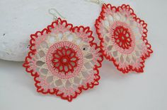 Crochet earring  Crochet jewelry  Pink red cream by lindapaula, €12.00  Pendientes, aretes, zarcillos de ganchillo.