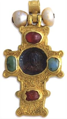 An EPISTITHIOS CROSS ,  Christ and his Virgin busts .  Cameos from jasper, silver gilt, pearls, precious stones . The cameo is from the 12th century and rest of the piece is from the 15th century.