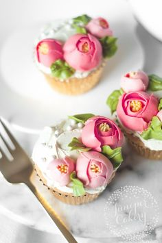 Buttercream flowers are so on-trend right now! Learn how to make frosting flowers in a modern, chic style for cakes, cupcakes and more. Love these treats for an engagement party!