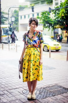 Para ela, o ato de vestir é encarado com muita alegria! Paloma busca o equilíbrio na brincadeira entre as estampas, cores, formas. Chic Outfits, Fashion Outfits, Womens Fashion, Style Personnel, Matches Fashion, Mixing Prints, Modest Fashion, Hipster, Look Fashion