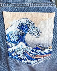 How to Paint On Jeans 5 steps with pictures Kessler Ramirez Art Travel Painted Shorts, Painted Jeans, Painted Clothes, Great Wave Off Kanagawa, Diy Clothing, Custom Clothes, Jeans Tumblr, Art Mini Toile, Denim Kunst