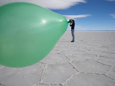 Forced Perspective Photography (87 Photos)