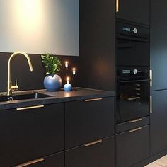 Modern dark home and decor ideas to Match Your Soul, You Must Try In 2020 - Page 61 of 75 - Life Tillage Home Decor Kitchen, Kitchen Furniture, Kitchen Interior, Home Interior Design, Interior Modern, Kitchen Ideas, Black Kitchens, Home Kitchens, Best Online Furniture Stores