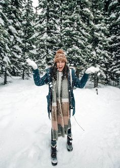 We traveled to Banff National Park and Yoho National Park in Alberta and BC, Canada in mid October. Stayed at Emerald Lake Lodge, visited Lake Louise, downtown Banff, Peyto Lake. Winter Fashion Outfits, Winter Outfits, Fashion Top, Emo Fashion, Gothic Fashion, Winter Photography, Photography Poses, Winter Instagram, Cold Weather Fashion