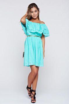 Rochie PrettyGirl verde casual din bumbac pe umeri - http://hainesic.ro/rochii/rochie-prettygirl-verde-casual-din-bumbac-pe-umeri-0a98fad19-starshinersro/