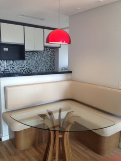 Canto alemão com mesa triangular how to arrange a conner din Interior Design Boards, Interior Design Living Room, Kitchen Interior, Kitchen Decor, Kitchen Booths, Kitchen Banquette, Dinner Room, European Home Decor, Home Decor Trends