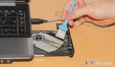 Vệ sinh laptop ở hcm tận nhà giúp bạn tiết kiệm thời gian không cần phải mang laptop ra tiệm hoặc đi bảo hành mà vẫn đảm bảo laptop của bạn chạy tốt