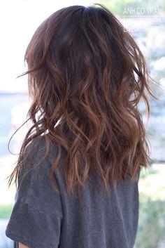 90 easy hairstyles for naturally curly hair - Hairstyles Trends Medium Layered Hair, Medium Hair Cuts, Medium Hair Styles, Curly Hair Styles, Brunette Hair, Brunette Color, Hair Dos, Dark Hair, Easy Hairstyles