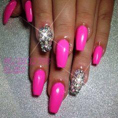 Hot Pink Nailz and Bling