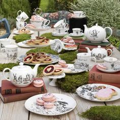 V&A Alice in Wonderland 3 Tier Tea Cup Cake Stand - Mad Hatters Tea Party - Afternoon Tea