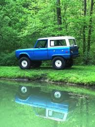 A Reflection of Fun Classic Bronco, Classic Ford Broncos, Classic Trucks, 4x4 Trucks, Lifted Trucks, Ford Trucks, Old Ford Bronco, Early Bronco, Broncos Pictures