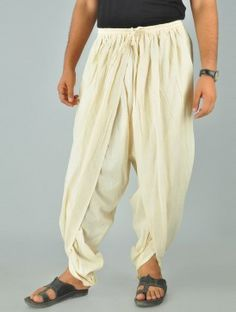 Khadi yoga dhoti men front by Read Dhoti Pants For Men, Dhoti Mens, Harem Pants Men, Corduroy Pants, Indian Men Fashion, Mens Fashion, African Fashion, Man Street Style, Beige Hose