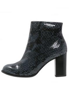 14 meilleures images du tableau boots talon carré   Heels, Human ... 3fcb6cd3e9aa