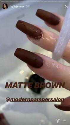 Nails / Acrylic nails / False nails / Kylie Jenner nails / Luxury nails / Nail design / brown nails / Square long nails Kylie jenner square brow matte nails/ matte brown nails rnrnSource by tt_muse Ongles Kylie Jenner, Uñas Kylie Jenner, Acrylic Nails Kylie Jenner, Kylie Jenner Nails, Coffin Nails Designs Kylie Jenner, Kardashian Nails, Jenner Hair, Brown Acrylic Nails, Simple Acrylic Nails