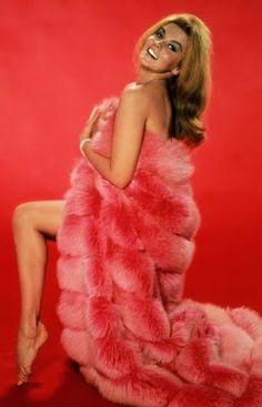 Ann-Margaret, Pink Fox Fur Blanket