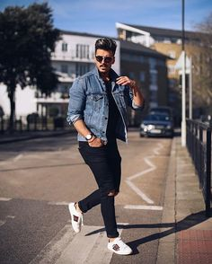 Urban Fashion: Jean Jacket Outfits for Men Urban Fashion Trends, Latest Mens Fashion, Dope Fashion, Street Fashion, Fashion Today, Fashion Fall, Men Fashion, Jean Jacket Outfits, Denim Jacket Men