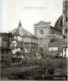 Palazzi medievali distrutti, chiese antichissime distrutte, la storia che si poteva toccare sparita per sempre. 1893.