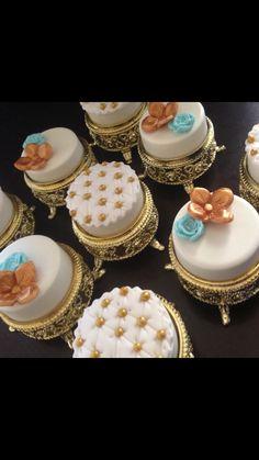 Fancy Oreos Oreo Cookies, Chocolate Cookies, Cupcake Cookies, Chocolate Covered Treats, Chocolate Dipped Oreos, Yummy Treats, Sweet Treats, Candy Drinks, Cookie Pops