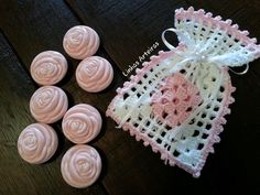 Idea for adding soap. Source by nilcampos The post Idea for adding soap. Crochet Sachet, Free Crochet Bag, Crochet Baby Boots, Crochet Pouch, Crochet Blouse, Crochet Purses, Thread Crochet, Crochet Gifts, Crochet Stitches Patterns