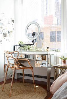 Maximizing a Small Space: Homepolish Transforms Deepica Mutyala's NYC Studio Medicine Cabinet Shelves, Cabinet Storage, Decoracion Vintage Chic, Home Office, Nyc Studio, Studio Room, Vanity Area, Vanity Tables, Apartment Makeover