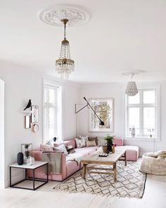 salon blanc et canapé rose poudre. Living Room Sofa, Home Living Room, Apartment Living, Living Room Designs, Living Room Decor, Living Spaces, Blush Pink Living Room, White Apartment, Dining Room