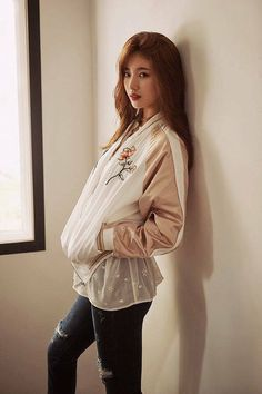 jean # The most beautiful photoshoot of Suzy Bae ever Más Bae Suzy, Korean Beauty, Asian Beauty, Asian Woman, Asian Girl, Asian Fashion, Girl Fashion, Miss A Suzy, Idole