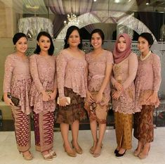 ideas dress party wedding guest clothes for 2019 Kebaya Lace, Kebaya Hijab, Kebaya Brokat, Dress Brokat, Kebaya Dress, Kebaya Muslim, Wedding Party Dresses, Bridesmaid Dresses, Party Wedding