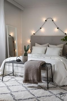 Romantic vibe bedroom in 2019 комнатные идеи. Home Decor Bedroom, Modern Bedroom, My Living Room, Living Room Decor, Style At Home, New Room, Interior Design Inspiration, House Design, House Styles