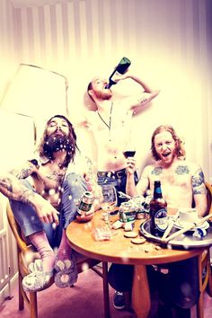 Biffy Clyro - the very picture from the first interview I ever read with them Simon Neil, Biffy Clyro, Irish Rock, Guitar Tattoo, Royal Blood, Britpop, Love Pictures, No One Loves Me, Eminem