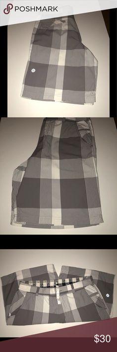 Slightly worn Men's Lululemon work shorts Oxford. Slightly worn Lululemon men's oxford shorts. In great condition. Smoke free house lululemon athletica Shorts Cargo