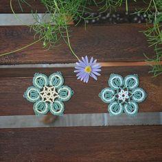 I made this to imitate sliced spring onions. So, its name is spring onion ring. 대파 보고 만들었으니까 대파링 #tattingweed -  #태팅 #태팅레이스 #손뜨개 #수공예 #핸드메이드 #레이스 #예쁘다그램 #감성스타그램 #취미생활 #사진놀이 #thread #tatting #tattinglace #タティングレース #instapic #frivolite #motif #Фриволите #handcraft #lace #lacework #handmade #hobbycraft #fiberart #craftastherapy #도일리 #doily #textileart #hobby