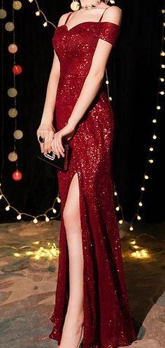 Stunning Prom Dresses, Pretty Prom Dresses, Red Glitter Dress, Black Glitter, Glitter Fashion, Evening Dresses, Formal Dresses, Mardi Gras, Frocks