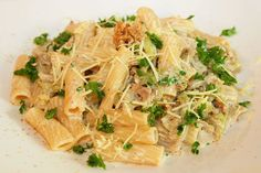 Tortiglioni mit frischer Wirsing-Walnuss-Sauce. Schnell, preisgünstig, gut.