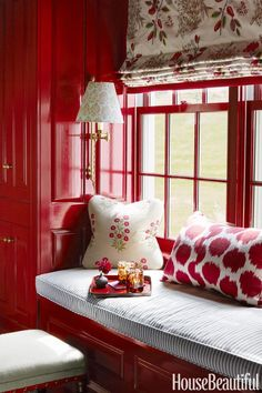 Ashley Whittaker, photo Thomas Loof - red and white nook with window seat and pattern pillows, roman shade and wall sconce. Red and white inspiration Red Interior Design, Interior Decorating, Red Design, Deco Orange, Red Home Decor, Red Cottage, Cozy Cottage, Red Rooms, Cozy Nook