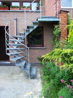 Spiral Staircase Outdoor, Outdoor Stairs, Canopy Outdoor, Modern Exterior House Designs, Outside Stairs, House Architecture Styles, Stair Railing Design, House Staircase, Patio Steps